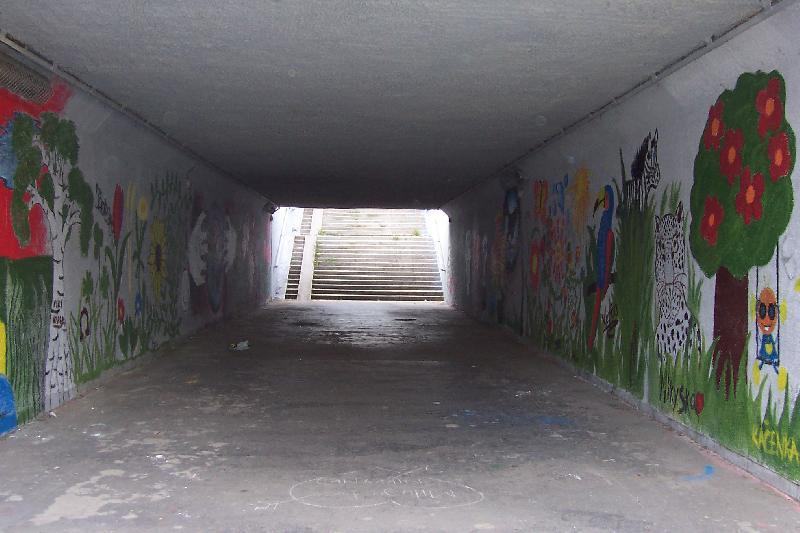 Podchod pod Opatovskou, který vymalovala ZŠ K Milíčovu, obrázek se otevře v novém okně